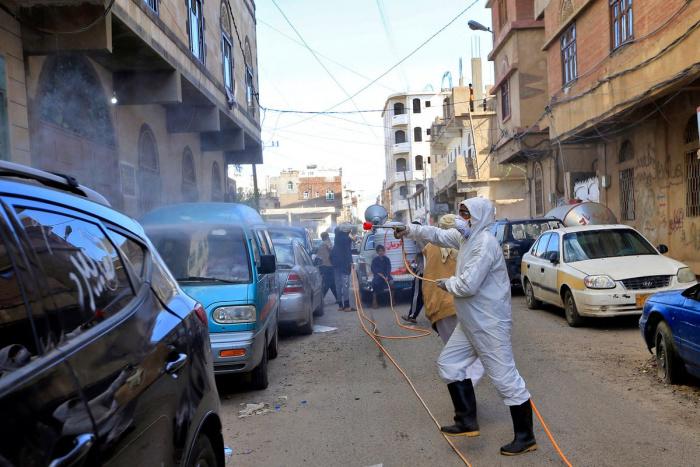 Серьезнейший гуманитарный кризис многократно усиливает угрозы по коронавирусу в Йемене.
