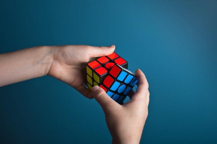 Стоимость самого маленького кубика Рубика в мире составляет 198 тыс. иен (порядка 1,9 тыс. долларов)