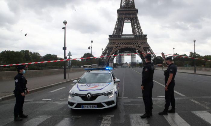 Эйфелева башня оставалась закрытой на протяжении более 3 часов.