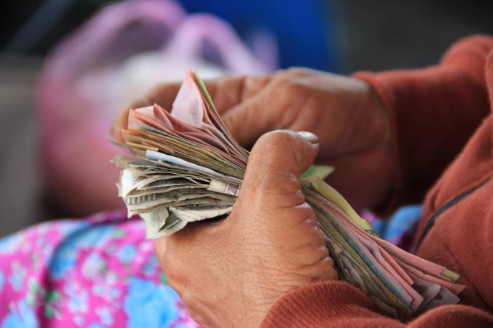 С 2021 года ведомство предлагает отказаться от расчета прожиточного минимума россиян как статистической стоимости корзины потребления и определить его как часть (44,2%) среднедушевого дохода
