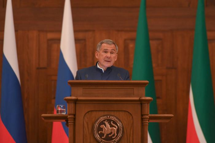 Рустам Минниханов выступил с посланием Госсовету РТ.