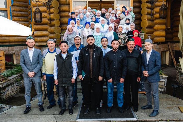 Муфтий РТ с выпускниками предыдущх сезонов «Школы одного дня».