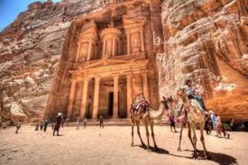 Вид на аль-Хазина – главный храм Петры