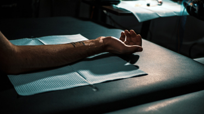Ученые провели эксперимент, в котором приняли участие люди с татуировками большого размера