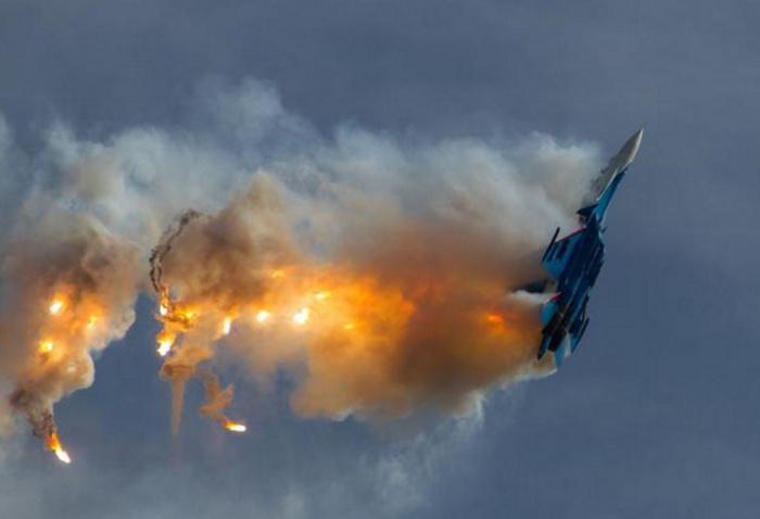 Самолет армянских ВВС сбит турецким истребителем, заявили в Минобороны страны.