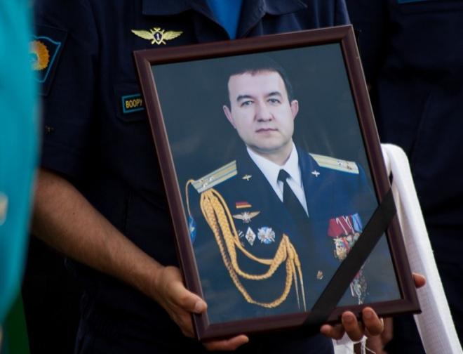 Памятник Герою России Хабибуллину открыли в Хмеймиме.