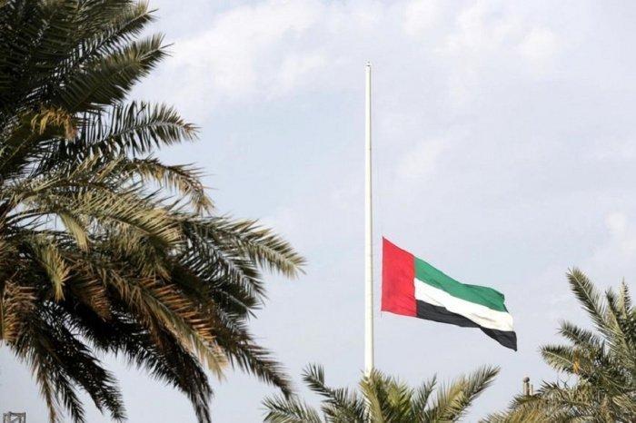 В ОАЭ приспустили государственные флаги в связи со смертью кувейтского монарха.