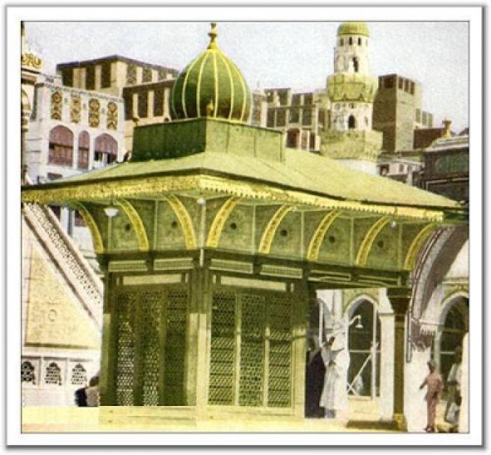 Место, с которого пророк Ибрахим (а.с.) руководил постройкой Каабы (ФОТО)