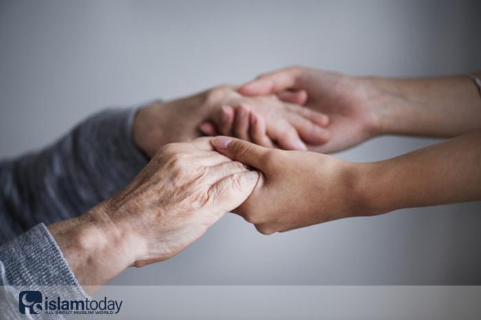 Почтительное отношение к пожилым - признак веры. (Источник фото: freepik.com)