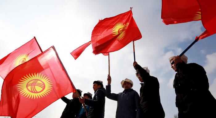 Президент Киргизии Сооронбай Жээнбеков признал, что во время избирательного процесса стал проблемой подкуп голосов (Фото: IGOR KOVALENKO/EPA/TASS)
