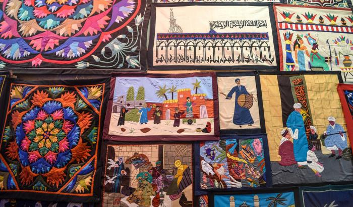 Яркие и разнообразные мотивы дизайна хаямия включают геометрические узоры, египетскую историю и фольклор