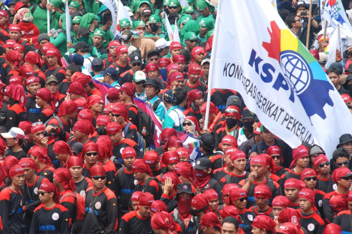 Профсоюзы Индонезии продолжают национальную забастовку.