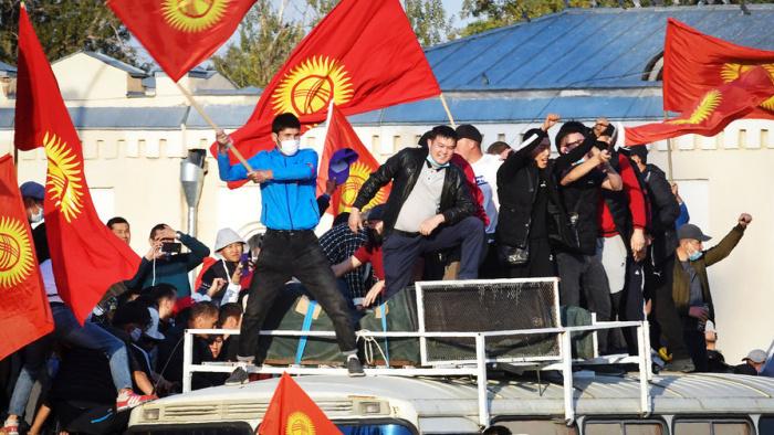 В Киргизии продолжается политический кризис.