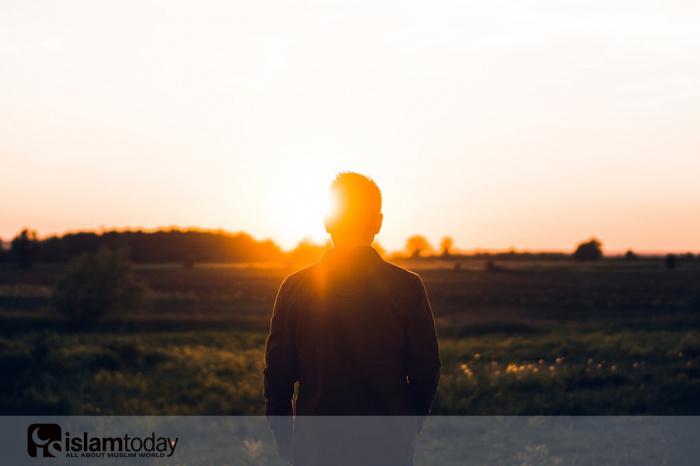 «Будьте близки с теми, кто отличается своим аскетизмом и молчаливостью, ведь их слова наполнены мудростью» (Источник фото: unsplash.com)