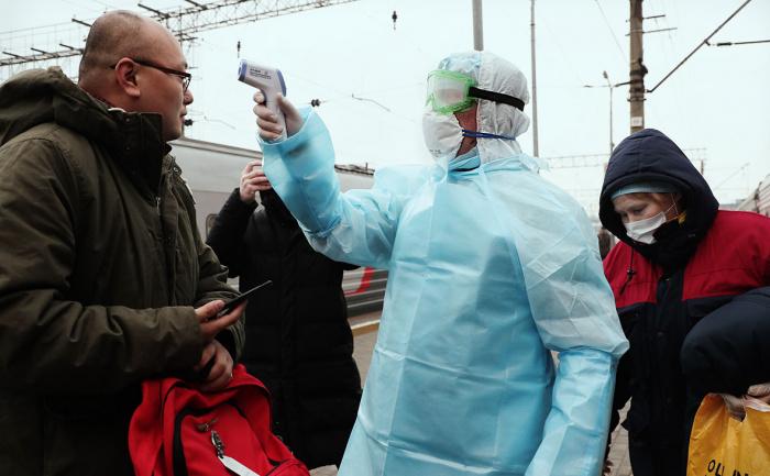 В России - новый рекорд по суточному приросту заболеваемости коронавирусом.