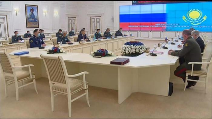 Главы Минобороны России и Казахстана встретились в Нур-Султане.