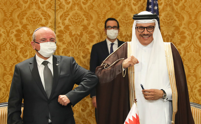 Соглашение подписали советник по национальной безопасности Меир Бен Шаббат и глава МИД Бахрейна.