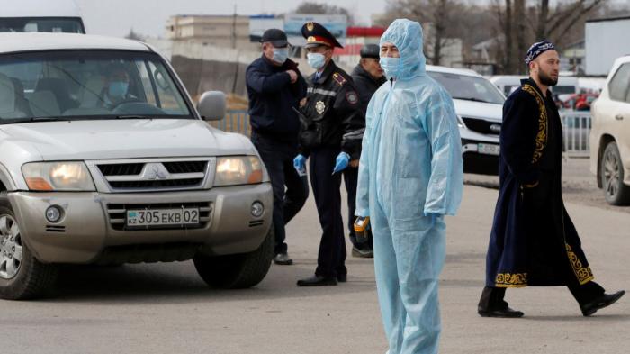 В Казахстане продолжает расти число случаев заражения коронавирусом.