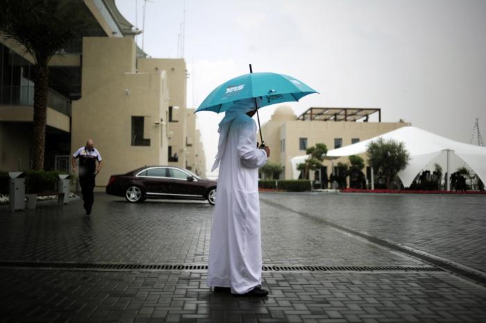 Власти ОАЭ вкладывают миллионы долларов на увеличение количества осадков.