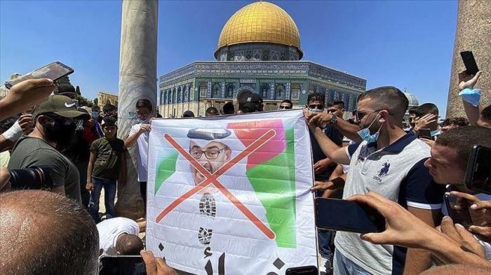 Палестинцы возмущены визитом делегации ОАЭ в Израиль.