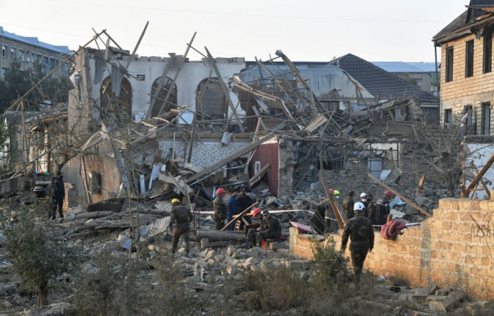 Из Нагорного Карабаха приходят сообщения о сотнях жертв и раненых среди мирного населения.