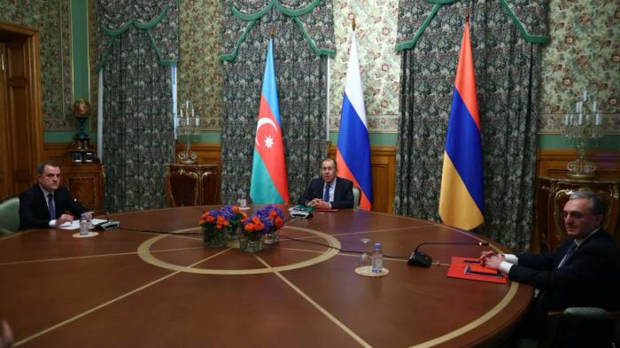 Главы МИД России, Азербайджана и Армении на встрече в Москве 9 октября.