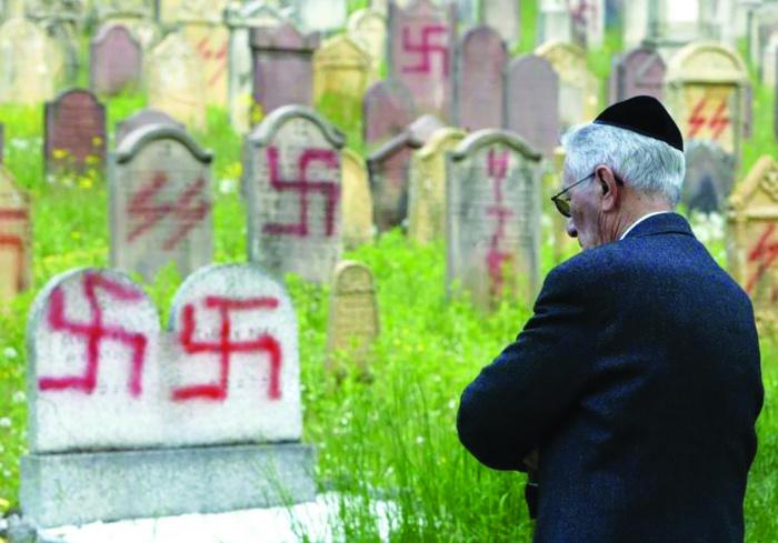 Евреи обеспокоены ростом уровня антисемитизма в США и Европе.