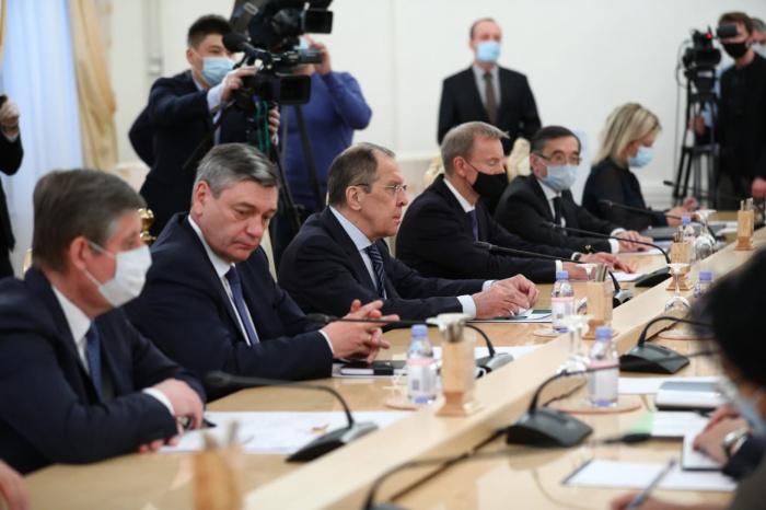 Главы МИД России и Киргизии встретились в Москве.