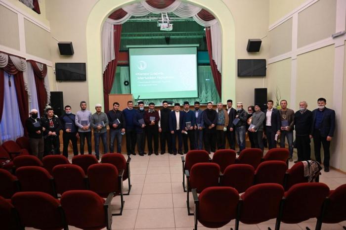 Переводы смыслов Куръана от ДУМ РТ получили татарские соотечественники в Иваново