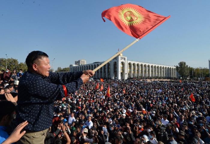 Ситуация в Киргизии стабилизировалась после периода политического кризиса.