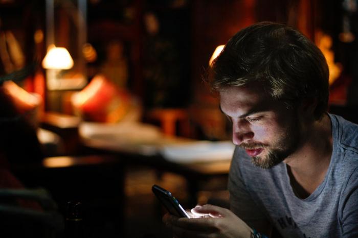 Нагрев телефона, как правило, происходит из-за проблем с процессором, дисплеем или батареей