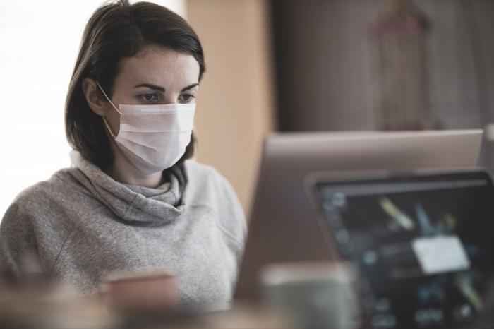 Попова добавила, что люди носят маски каждый год с приходом гриппа с 2016 года
