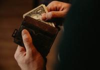 Выяснилось, почему опасно хранить сбережения в долларах