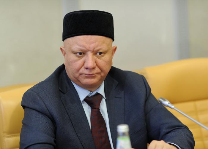 Глава ДСМР осудил призыв Макрона опубликовать карикатуры на Пророка.