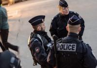 Во Франции мужчина попытался напасть с ножом на полицейских