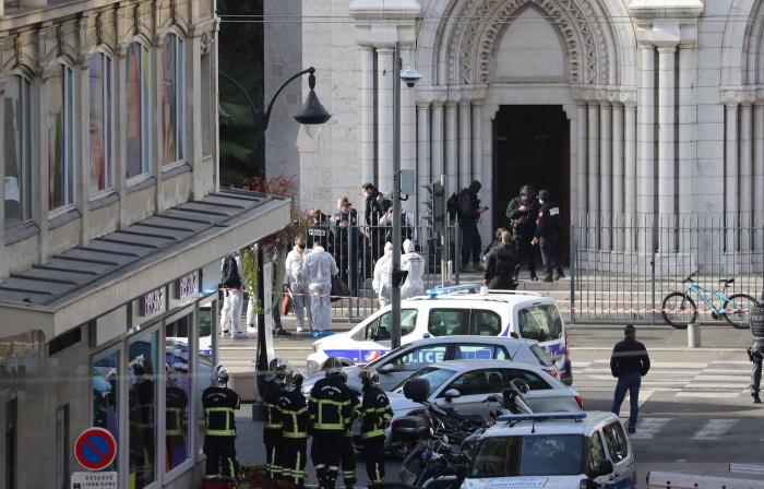 Жертвой террориста стали три человека.