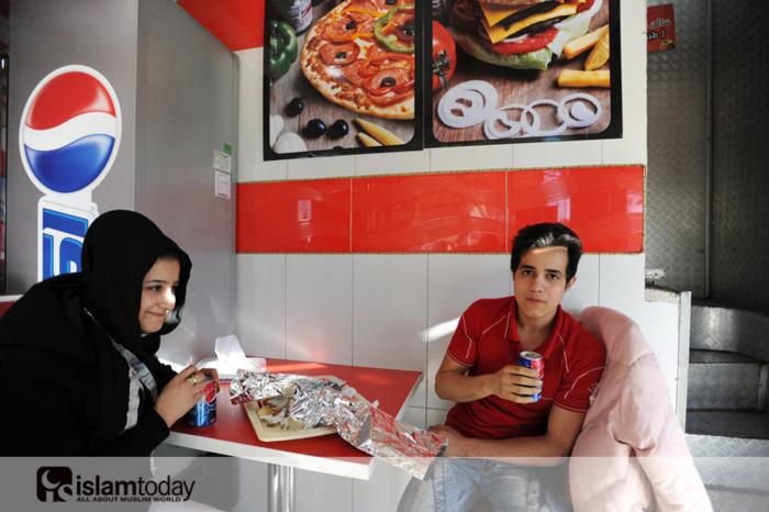 Фаст-фуд в Иране.