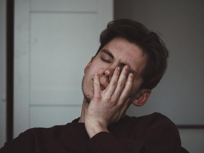 Фактором, провоцирующим головную боль чаще, чем напитки или еда, является голод