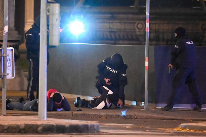 Террорист из Вены намеревался выехать в Сирию.