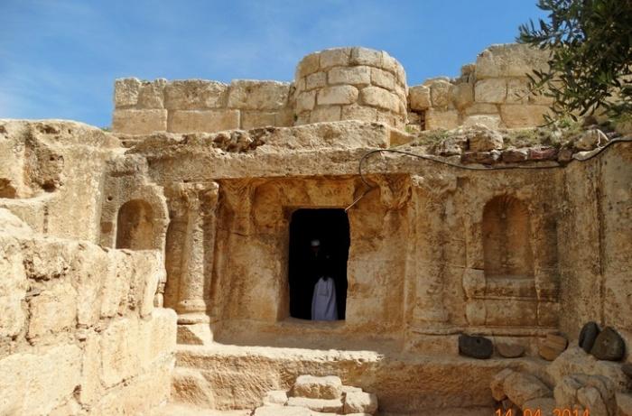 Как выглядит пещера из суры Аль-Кахф.