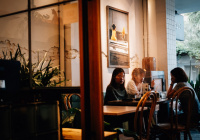 Озвучено условие снижения риска заражения коронавирусом в кафе и ресторанах