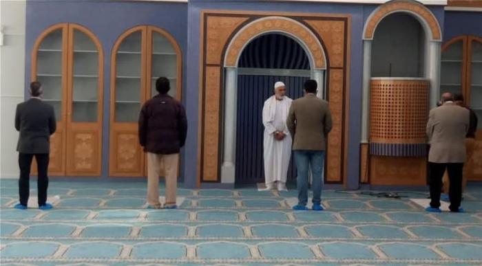 Первый намаз прошел в единственной мечети Афин.