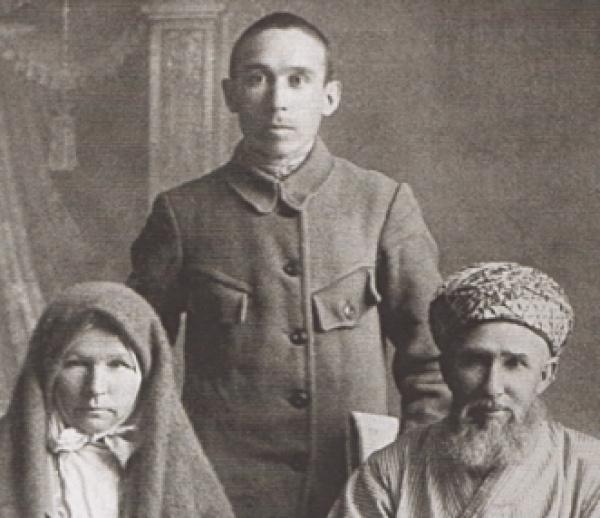 Заки Валиди с родителями