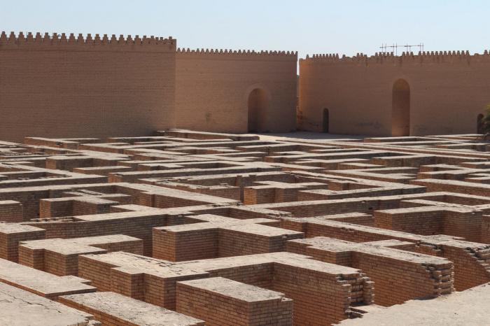 За воротами Вавилона находится огромный лабиринт