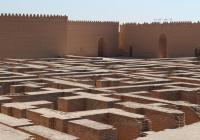 Что находится внутри заброшенного Вавилона, построенного Саддамом Хусейном?