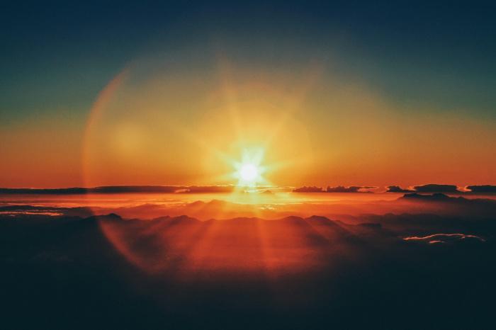 Причиной роста солнечной активности стала большая группа солнечных пятен, выявленная учеными на минувшей неделе