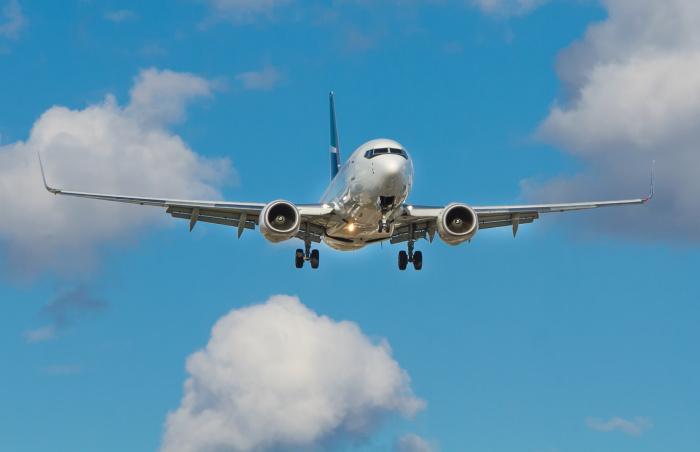 Ощутимее всего — на треть — за год подешевели перелеты из Москвы в Санкт-Петербург и Новосибирск