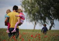 В России предложили снизить пенсионный возраст многодетным отцам