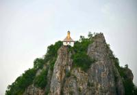 Уникальная боснийская мечеть, построенная на самом краю скалы (ФОТО)