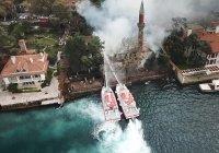 В Стамбуле сгорела мечеть XVII века
